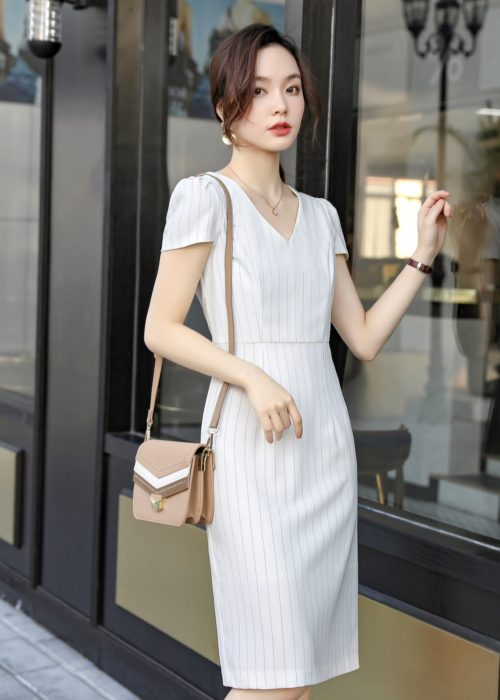 เสื้อทำงานผู้หญิงสีขาวคอปกแต่งด้วยกระดุมมุกแขนสั้น