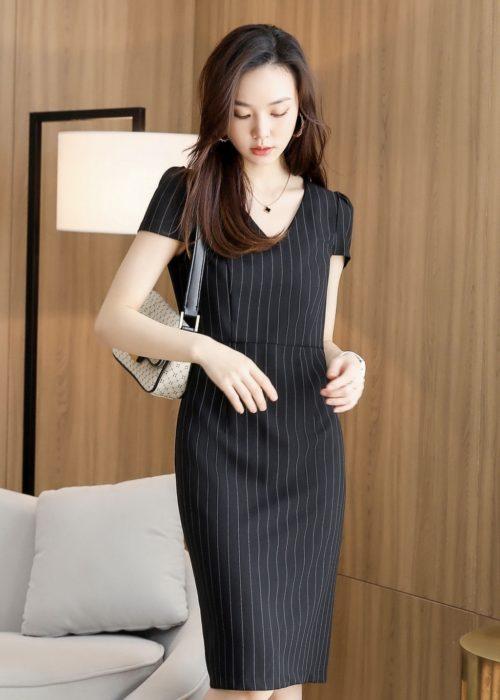 เสื้อทำงานผู้หญิงสีเทาคอกลมแต่งด้วยเน็คไทแขนสั้น